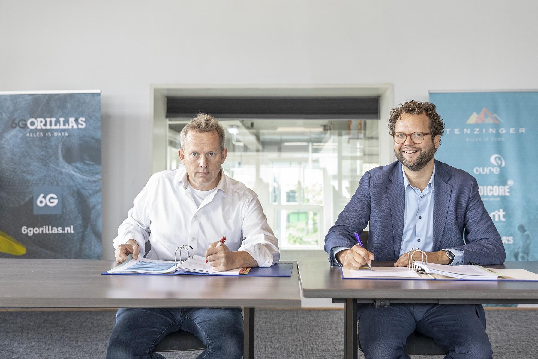 Boris Hololtcheff en Jasper ten Dam ondertekenen contract
